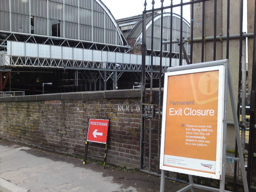 Closure notice eastern entrance-500wi